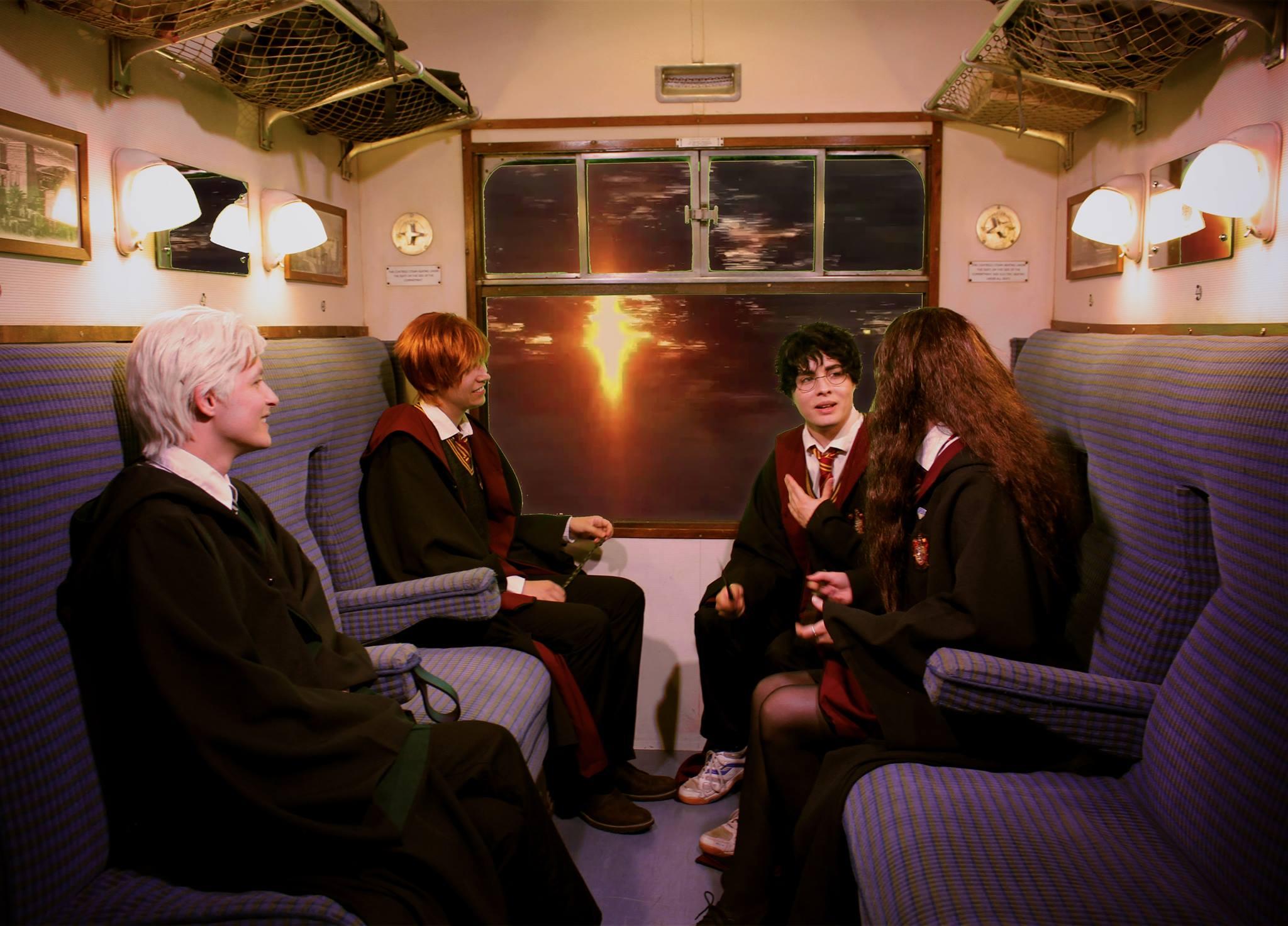 Harry, Drago, Ron et Hermione dans le train